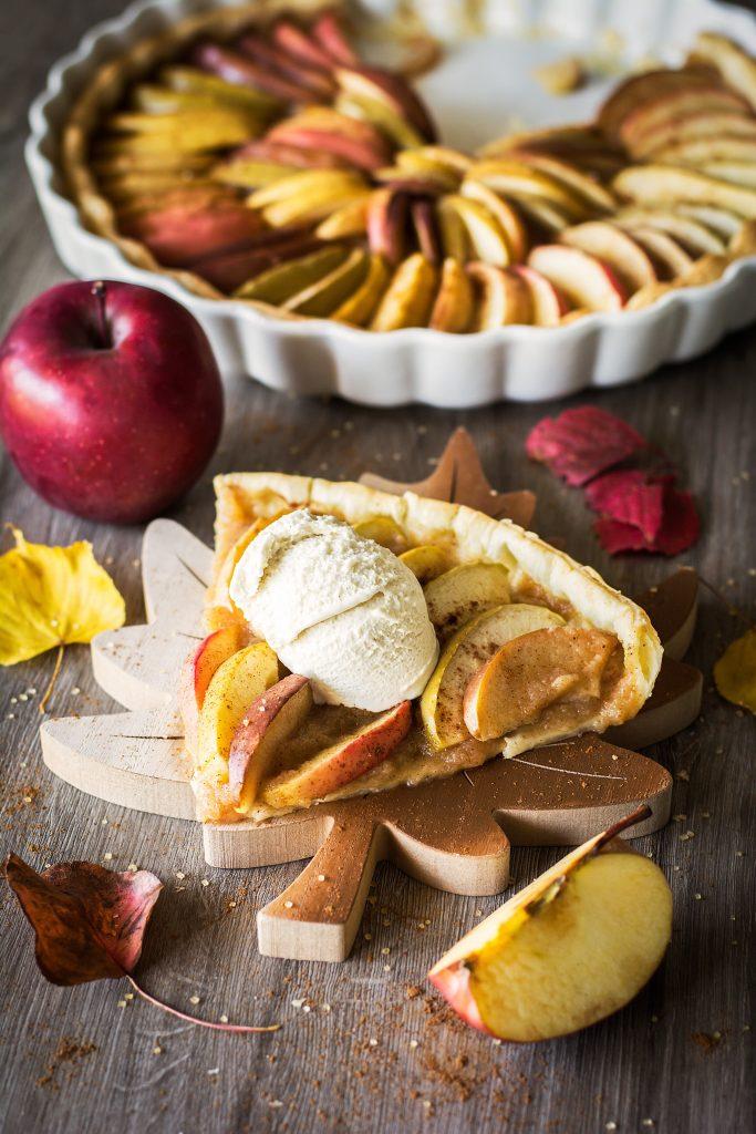 Tarte aux pommes vegan avec glace vanille